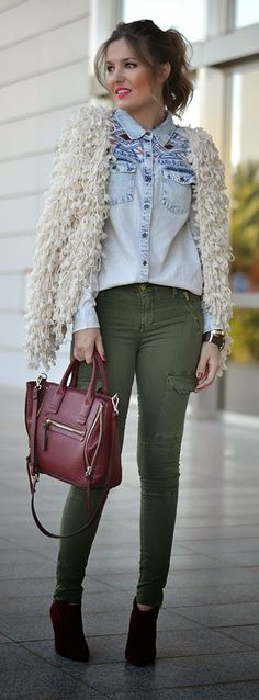 ETHNIC DENIM SHIRT - Original green cargo pants, fringe type sweater and ethnic denim shirt, burgundy handbag and booties / Mi Aventura Con La Moda