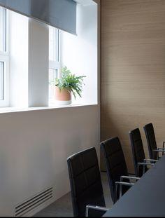 Møterom hos Stami, Oslo. Nyfelt og Strand interiørarkitekter mnil Oslo, Conference Room, Table, Furniture, Home Decor, Rome, Decoration Home, Room Decor, Tables