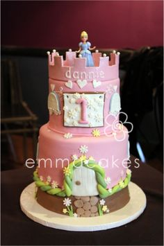 She would love this princess cake Pretty Cakes, Cute Cakes, Beautiful Cakes, Amazing Cakes, Fondant Cakes, Cupcake Cakes, Disney Cakes, Occasion Cakes, Girl Cakes