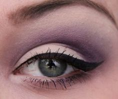 i try on a weekly basis to get my eyeliner like this. i can do it on one eye....but on the other eye; not so much :D