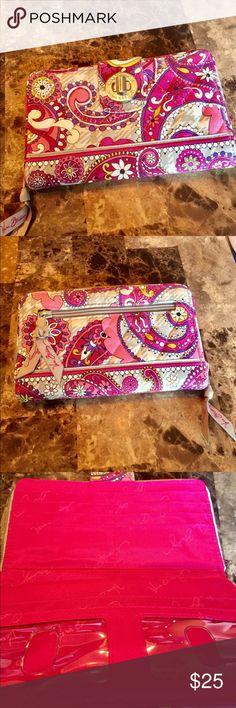 Vera Bradley floral wallet. Turn lock. Vera Bradley floral wallet. Turn lock opening. Many compartments. Vera Bradley Bags Wallets