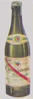 """IMAGENS - Alimento/Bebida: Guaraná """"Antarctica"""" 1955. Os dois rótulos eram em papéis colados na garrafa. A tampinha vinha com um selo."""