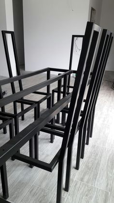 Modern.Klasyczne proporcje w nieco surowej aranżacji, kpl. 8 krzeseł do jadalni.