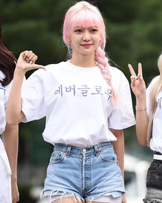 South Korean Girls, Korean Girl Groups, Cool Girl, My Girl, Strawberry Hair, Yuehua Entertainment, Korean Bands, Mean Girls, Beautiful Babies