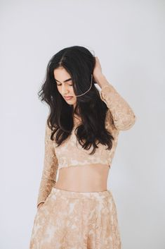 Luxurious rose gold heavy threadwork blouse and lengha set with organza frill stole. Perfect for a brides sister. Ethnic Fashion, Modern Fashion, Indian Fashion, Women's Fashion, Gold Lace, Rose Gold, Party Wear Dresses, Formal Dresses