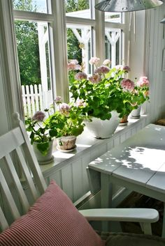 love flower pots in window sills.