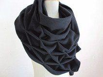 geometrischer origami wollschal, schwarz