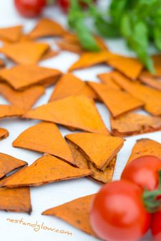 Vegan Tomato and Basil Healthy Lentil Chips Recipe. Healthy Chips, Yummy Healthy Snacks, Vegan Snacks, Healthy Baking, Healthy Recipes, Healthy Food, Vegetable Crisps, Vegetable Puree, Lentil Chips Recipe