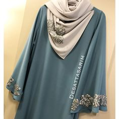 No photo description available. Tunic Designs, Abaya Designs, Muslim Women Fashion, Islamic Fashion, Abaya Fashion, Modest Fashion, Hijab Style Tutorial, Hijab Style Dress, Modele Hijab