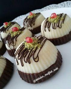 Hafif mi hafif,lezzetli mi lezzetli ve prtaik mi pratik bir sütlü tatlı tarif… A practical milky dessert recipe, light or tasty, delicious and prtaik …, Quick Dessert Recipes, Delicious Cake Recipes, Yummy Cakes, Recipe Tasty, Recipe Mix, Turkish Recipes, Frozen Yogurt, No Bake Cake, Chocolates
