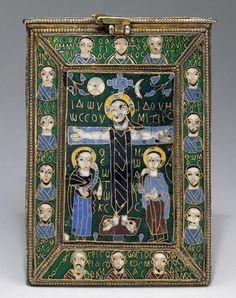 **Relicario de la Vera cruz /finales S.VIII-principios IX). Pieza para reliquias bizantinas realizadas en Constantinopla. El esmalte tabicado se encuentra en varios tipos de plata y plata dorada, y oro, engarzado todo ello mediante nielado. -60