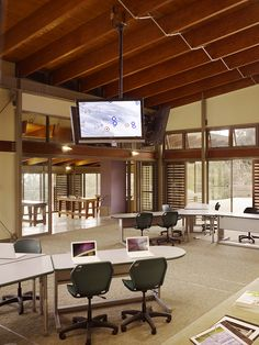 Hawaii Preparatory Academy Energy Laboratory / Flansburgh Architects