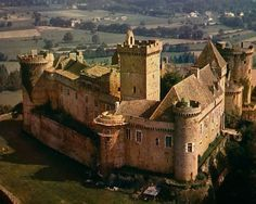 Photographs of Castles in France - French Châteaux and Castles (Châteaux-Forts) Monuments, Castle Parts, Castle Pictures, French Castles, Famous Castles, Castle In The Sky, Dordogne, French Chateau, Medieval Castle