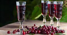 Wiśniówka, czyli domowa nalewka z wiśni Easter Crafts, Flute, Red Wine, Alcoholic Drinks, Champagne, Cherry, Tableware, Glass, Food