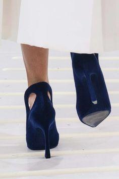 0257488c1ed Christian Dior Fall 2014 Couture Fashion Show (Details)