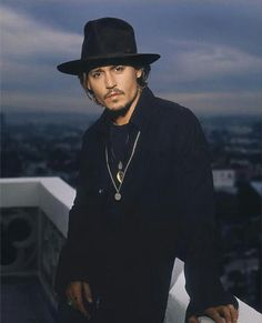 ♥ Johnny Depp ***cg*** Handsome in black Marlon Brando, John Depp, The Hollywood Vampires, Fangirl, Johnny Depp Pictures, Here's Johnny, The Lone Ranger, Actrices Hollywood, Celebs