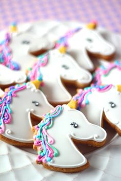 See more ideas about Unicorn party, Diy xmas gifts and Unicorn birthday. Rainbow Unicorn Party, Unicorn Birthday Parties, Birthday Ideas, Birthday Cakes, Cute Cookies, Sugar Cookies, Yummy Treats, Sweet Treats, Unicorn Cookies