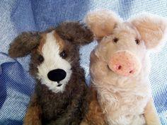 Freunde (Hund und Schwein als Klappmaulpuppe aus Mohair)