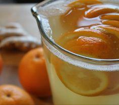 Poncz imbirowo pomarańczowy - Przepisy.Gorący napój, który rozgrzewa i pobudza, choć nie ma w nim ani kropli alkoholu. Poncz imbirowo pomarańczowy to przepis, którego autorem jest: Magda Gessler