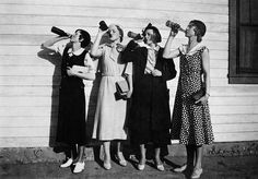 vintage everyday: Flappers drinking bootleg alcohol, US, 1925