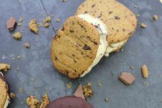 is-sandwich, stracciatella-is, chocolate-chip-cookies, opskrift, sommer, is, hjemmelavet