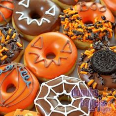Haloween donuts from donut.nl - Haloween donuts from donut. Christmas Donuts, Halloween Donuts, Halloween Desserts, Halloween Food For Party, Halloween Treats, Fancy Donuts, Cute Donuts, Donut Decorations, Delicious Donuts