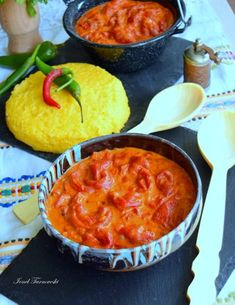 Romanian Food, Romanian Recipes, Cornbread, Thai Red Curry, Macaroni And Cheese, Foodies, Stuffed Peppers, Ethnic Recipes, Mariana