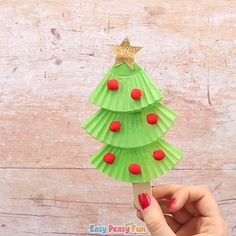 Cupcake Liners Christmas Tree Craft for Kids Let your kids make this Cupcake Liners Christmas Tree Craft.<br> This Cupcake Liners Christmas Tree Craft is a great Christmas craft for kids to make as well as a lovely DIY Christmas tree ornament. Christmas Crafts For Toddlers, Christmas Tree Crafts, Toddler Crafts, Simple Christmas, Kids Christmas, Holiday Crafts, Christmas Ornaments, Christmas Activities, Cupcakes Decorados