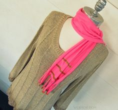 WobiSobi: Easy and Quick Scarf out of a Tee,DIY.