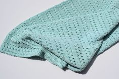 I hope you have enjoyed this beautiful crochet, the free pattern is HERE so you can make a beautiful crochet. Modern Crochet, Love Crochet, Crochet For Kids, Vintage Crochet, Knit Crochet, Kids Blankets, Knitted Blankets, Crochet Cushions, Baby Blanket Crochet