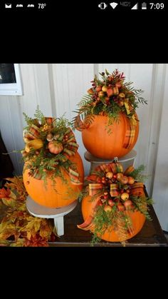 unglaublich 100 Cozy & Rustic Fall Front Porch decor ideas to feel the yawning autumn noon winds & watch the ember red leaves burn out slowly – Herbst Easy Thanksgiving Crafts, Fall Crafts, Autumn Decorating, Porch Decorating, Decorating Ideas, Fall Floral Arrangements, Pumpkin Centerpieces, Fall Table, Fall Wreaths