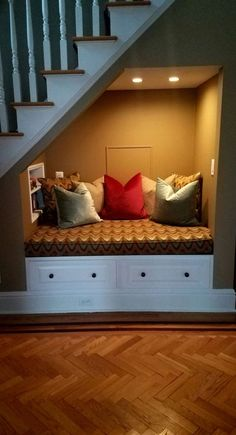 44 Unbelievable Storage Under Staircase Ideas Bewitching Your Staircase Look Cle… - Modern Under Staircase Ideas, Under Basement Stairs, Under Stairs Nook, Storage Under Staircase, Stair Storage, Home Stairs, Open Staircase, Basement Ceilings, Basement Storage