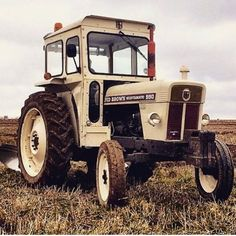 Very nice 1973 David Brown Selectamatic 990 with cab from James Bond Movie Posters, James Bond Movies, Agriculture Tractor, Vintage Tractors, Heavy Machinery, Case Ih, Rubber Tires, Farm Life, Wheels