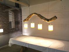 Plafondlamp van oude eiken tak Prachtig verweerd oud hout !!!!!!!. Leverbaar zonder of met diverse lampenkapjes. Info: ? BEL 0031. 06.43015776