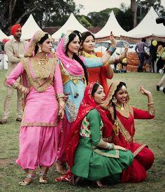 Take a look at these stylish girls slaying true punjabi style! Punjabi Salwar Suits, Punjabi Dress, Patiala Salwar, Anarkali, Indian Suits, Indian Wear, Punjab Culture, Punjabi Girls, Desi Wear