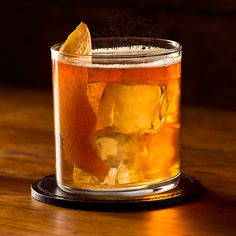 This one-of-a-kind rye and ginger beer cocktail might just become your main squeeze. Alberta® Rye Dark Batch whisky will surprise your palate with flavors of rye whisky, bourbon and a touch of sherry. Zesty ginger beer adds a little bite, while bitters enhance the flavor profile. Garnish with an orange peel for a unique cocktail that will steal the spotlight.