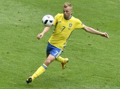 Sweden's midfielder Sebastian Larsson plays the ball during the Euro 2016 group E football match between Ireland and Sweden at the Stade de France stadium in Saint-Denis on June 13, 2016. / AFP / PHILIPPE LOPEZ