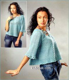 Голубой пуловер с розой