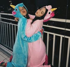 Find images and videos about friends, goals and bff on We Heart It - the app to get lost in what you love. Bff Pics, Photos Bff, Cute Friend Pictures, Photos Tumblr, Friend Photos, Night Photos, Group Photos, Best Friends Shoot, Cute Friends
