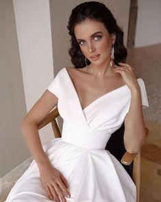 Свадебный салон Мэри Трюфель (@marytrufel_official) • Instagram photos and videos Wedding Gowns, White Dress, Fancy, Legs, Character, Fashion, Fashion Styles, Homecoming Dresses Straps, Moda