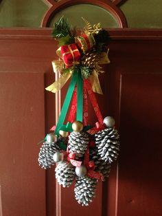 Christmas pinecone decor DIY