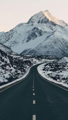 Wondering if it's better to road trip New Zealand's South Island in winter or in summer? Now you have the answer right in front of you. by lebackpacker Beautiful Roads, Beautiful Landscapes, Beautiful Places, Beautiful Latina, Beautiful Nature Pictures, Beautiful Scenery, Nature Photos, Landscape Photography, Nature Photography