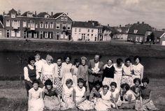 Klassefoto huishoudschool Noord Bolwerk in Middelburg