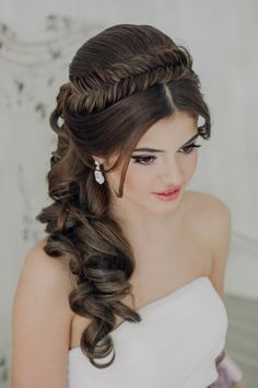 Hairstyles with curls: nice options - Frisuren 2019 - Hochzeitsfrisuren-braided wedding updo-Wedding Hairstyles Quince Hairstyles, Wedding Hairstyles For Long Hair, Bun Hairstyles, Hairstyles 2018, Bridal Hairstyles, Trendy Hairstyles, Medium Hair Styles, Curly Hair Styles, Peinado Updo