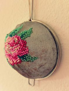 Recycled strainer makes a great embroidery surface I love cross stitch and embroidery. I am thrilled clever crafters are coming up with new and unique surfaces to stitch on like this awesome idea to embroider on a strainer. Pop on over to Jans Schw… Hand Embroidery Stitches, Cross Stitch Embroidery, Embroidery Patterns, Cross Stitch Patterns, Diy Embroidery, Eyebrow Embroidery, Embroidery Tattoo, Embroidery Techniques, Crochet Stitches