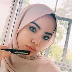 @ainaahsn perfect her skin without dark circles with a tube of #Klairs concealer🌸 It's time to shop for your perfect look at #NattaCosme❤️