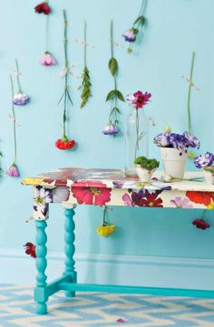 Love this table-decoupage? Decoupage Table, Decoupage Furniture, Hand Painted Furniture, Funky Furniture, Upcycled Furniture, Furniture Projects, Furniture Makeover, Diy Projects, Cheap Furniture