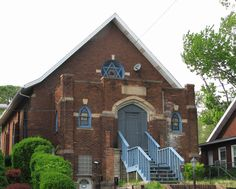 former synagogues blog post - image of Tarentum, PA synagogue now used as apartment house.