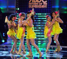 America's Best Dance Crew Season 7 Ep.5 - J. Lo Challenege. Check out the ridiculous flexibility of 8 Flavahz crew!