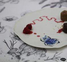 """Service de table """"Le printemps chez soi"""" - Assiette scarabée Aster, Panna Cotta, Creations, Plates, Tableware, Ethnic Recipes, Food, Plate, Spring"""